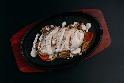 Куриная грудка с овощами гриль в перечном соусе
