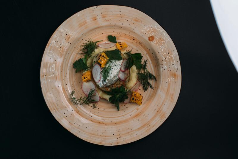 Котлета из щуки с картофельным пюре и соусом Тартар