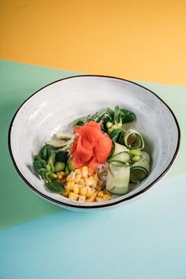 Поке с кукурузой, свежим огурцом и зелеными бобами