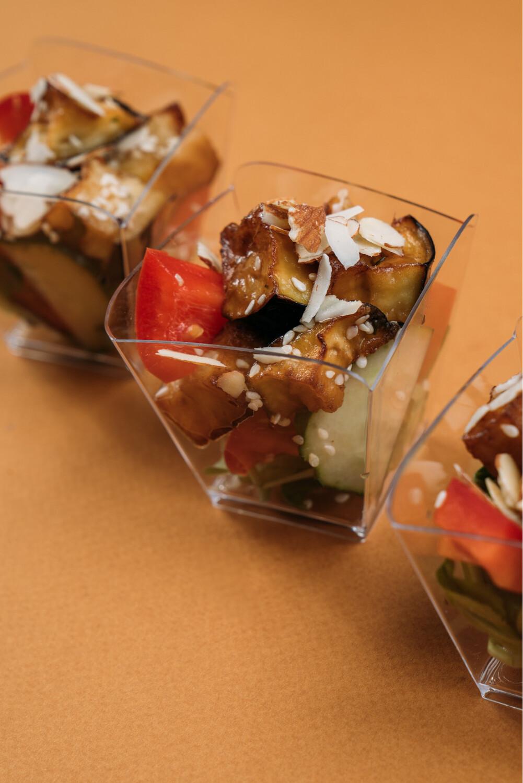Салат с баклажанами и томатами в азиатском соусе 10шт