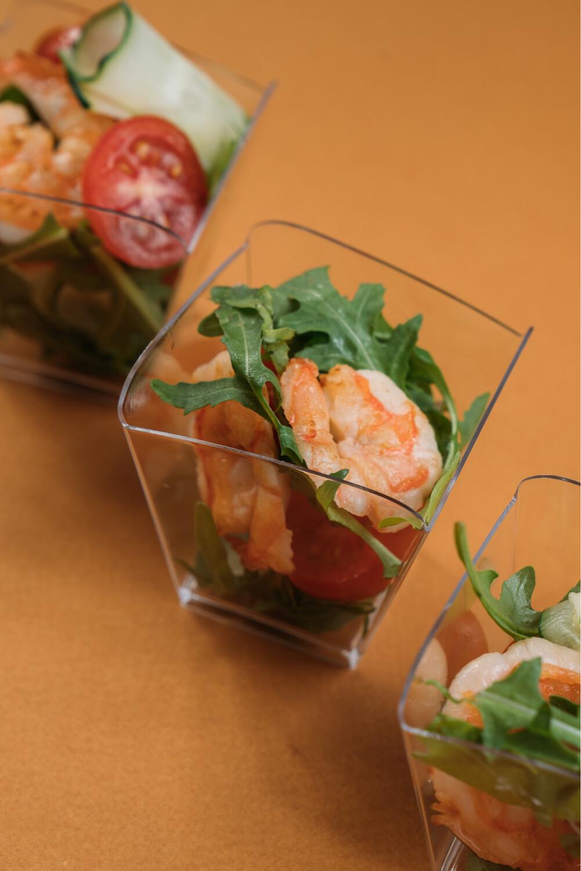 Салат с креветками и руколой 10 шт