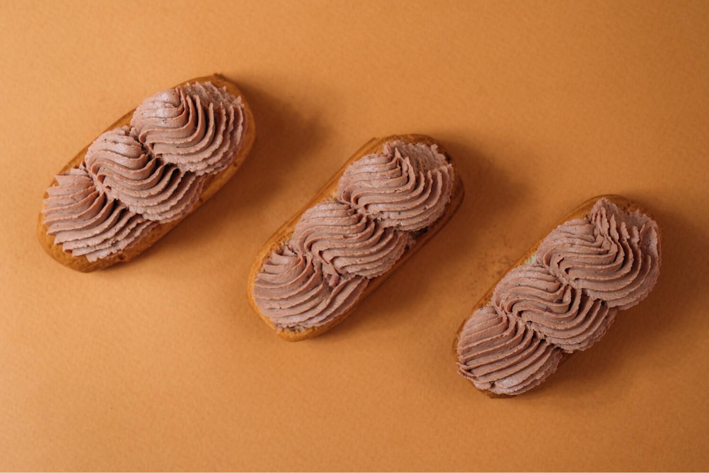 Мини-эклеры с паштетом из печени цыпленка, с конфитюром из мандарина и фундуком 10 шт