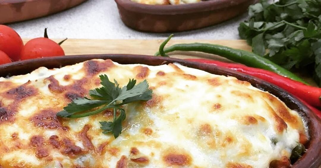 BEEF CUBES BAKED WITH BECHAMEL SAUCE