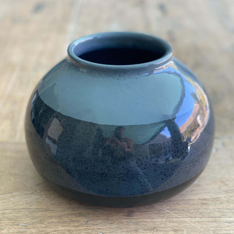 Medium black and grey pot
