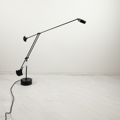 Table lamp with extendable arm