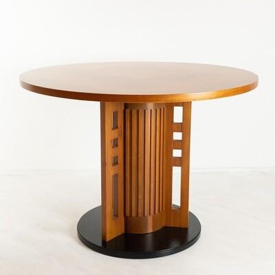 Tavolo ispirato alla serie New Gallery di Giorgetti