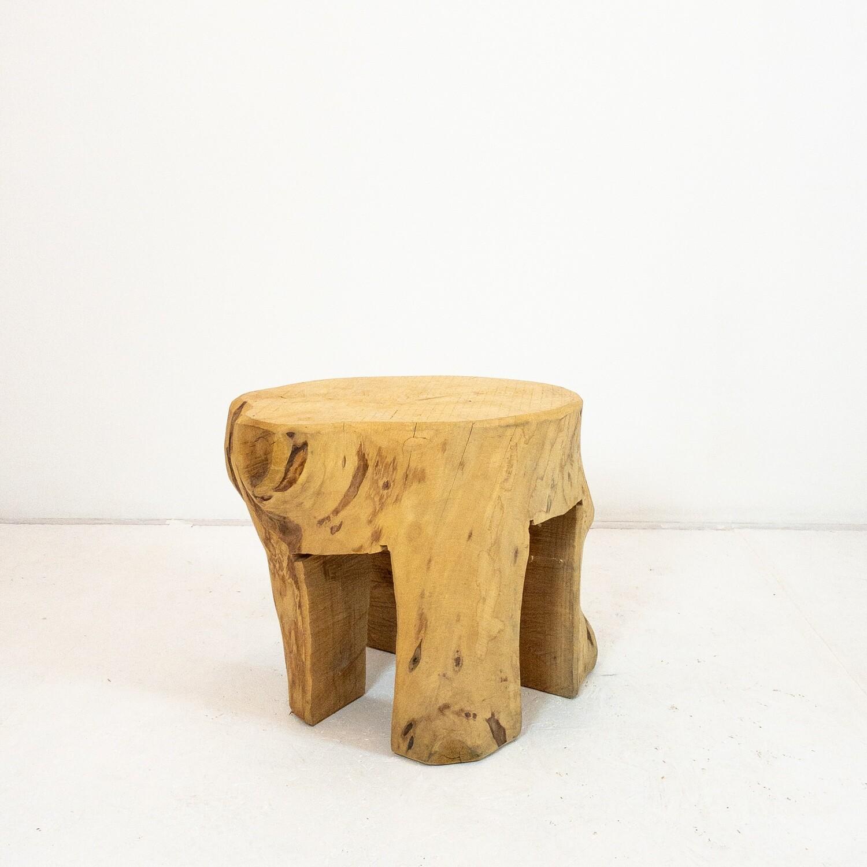 Tavolino da salotto in legno lavorato a motosega