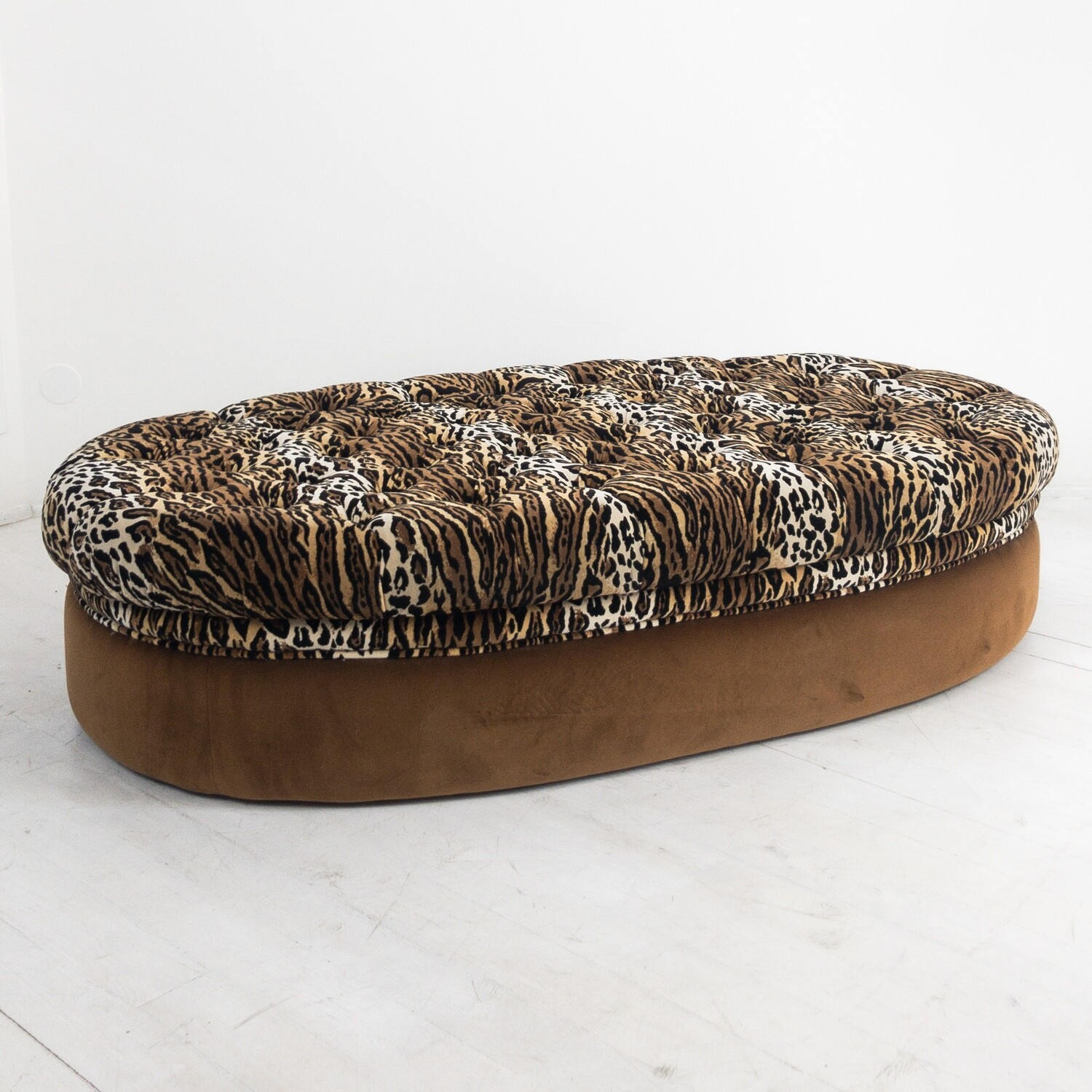 Animalier print coffee table / pouf
