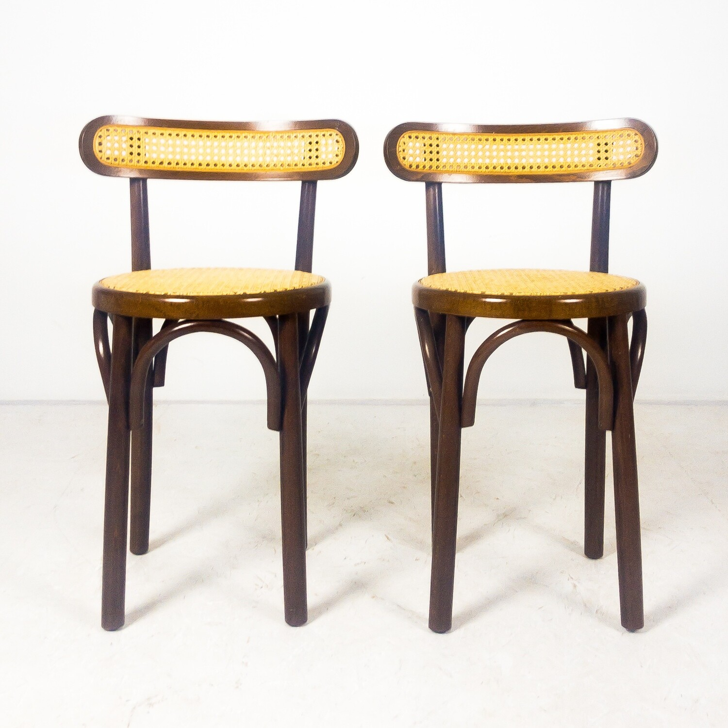 Set of two Thonet style chairs in wood and Vienna straw