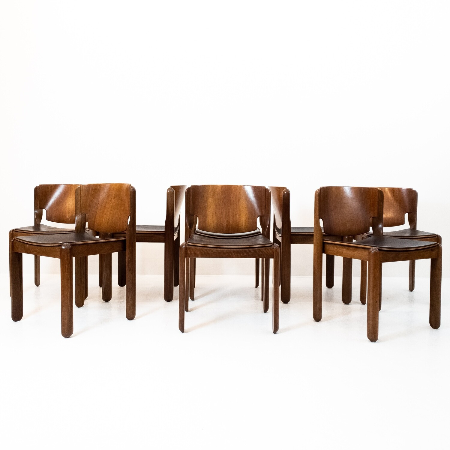 Set of 8 Chairs 122 Vico Magistretti for Cassina 1967