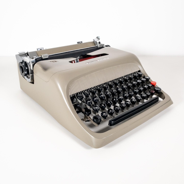 Macchina da scrivere Olivetti Studio 44, 1952
