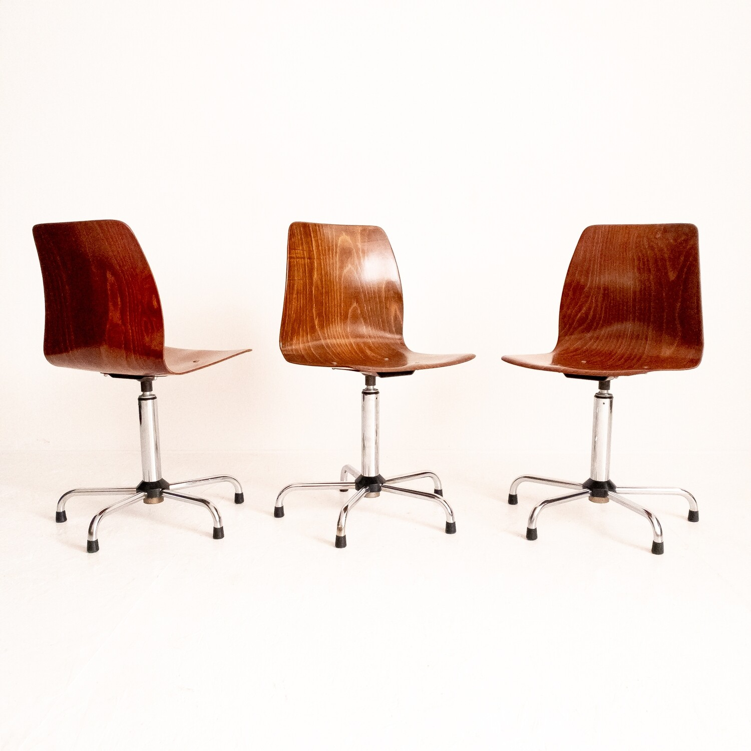 Set of 3 Pagholz swivel chairs