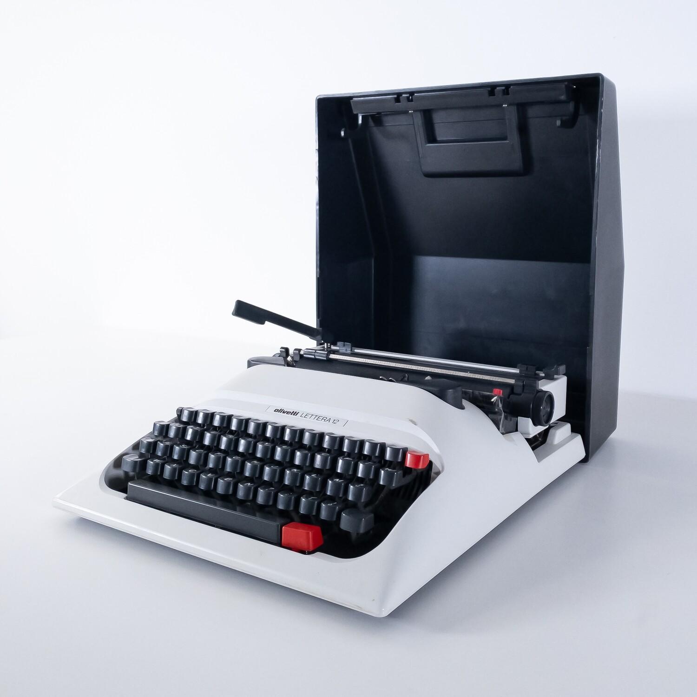 Olivetti letter 12 typewriter
