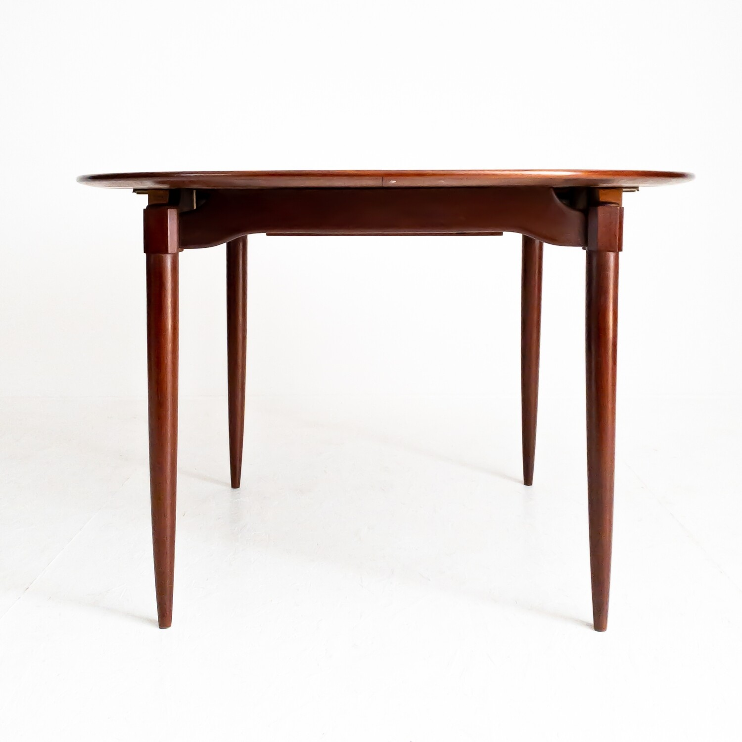 Round extendable table in teak, Italy 1950s