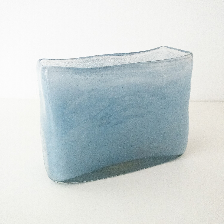 Vaso rettangolare azzurro in vetro