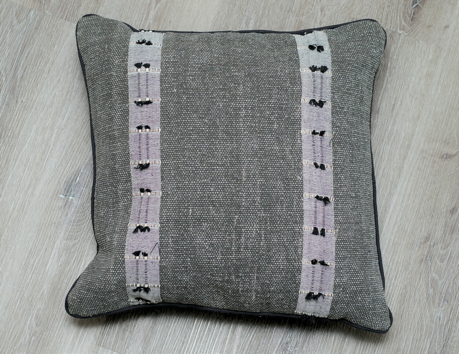 Ciara Cotton Pillow W/ Tassels, Black 20x20