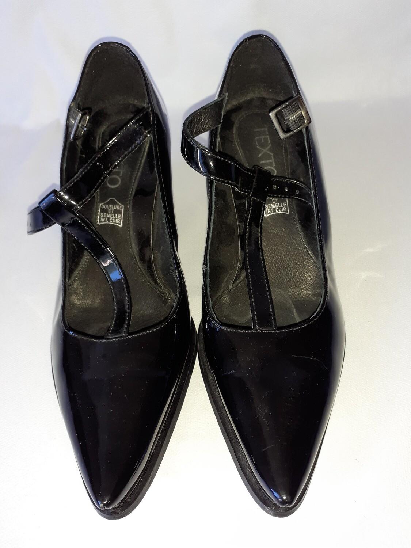 chaussure femme à talon basse. Très bon état