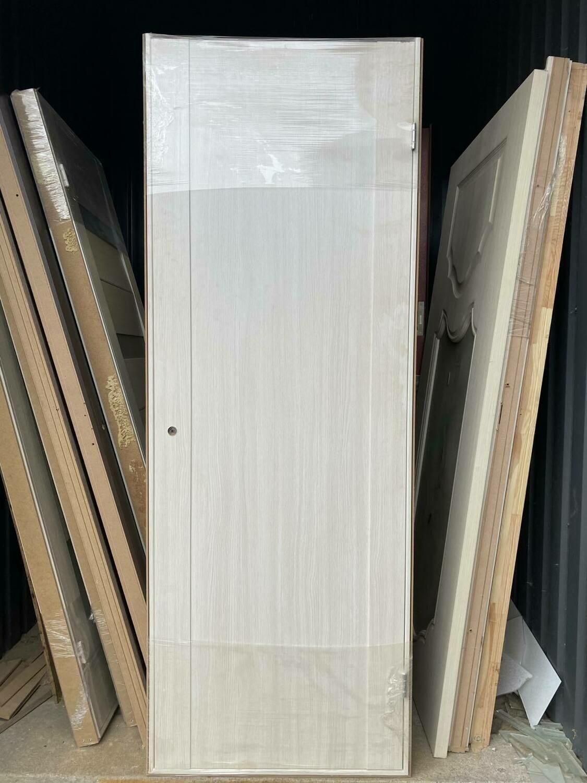 Дверь с коробкой ПВХ 01.10 дуб бианко  750*2030 левая (образец)