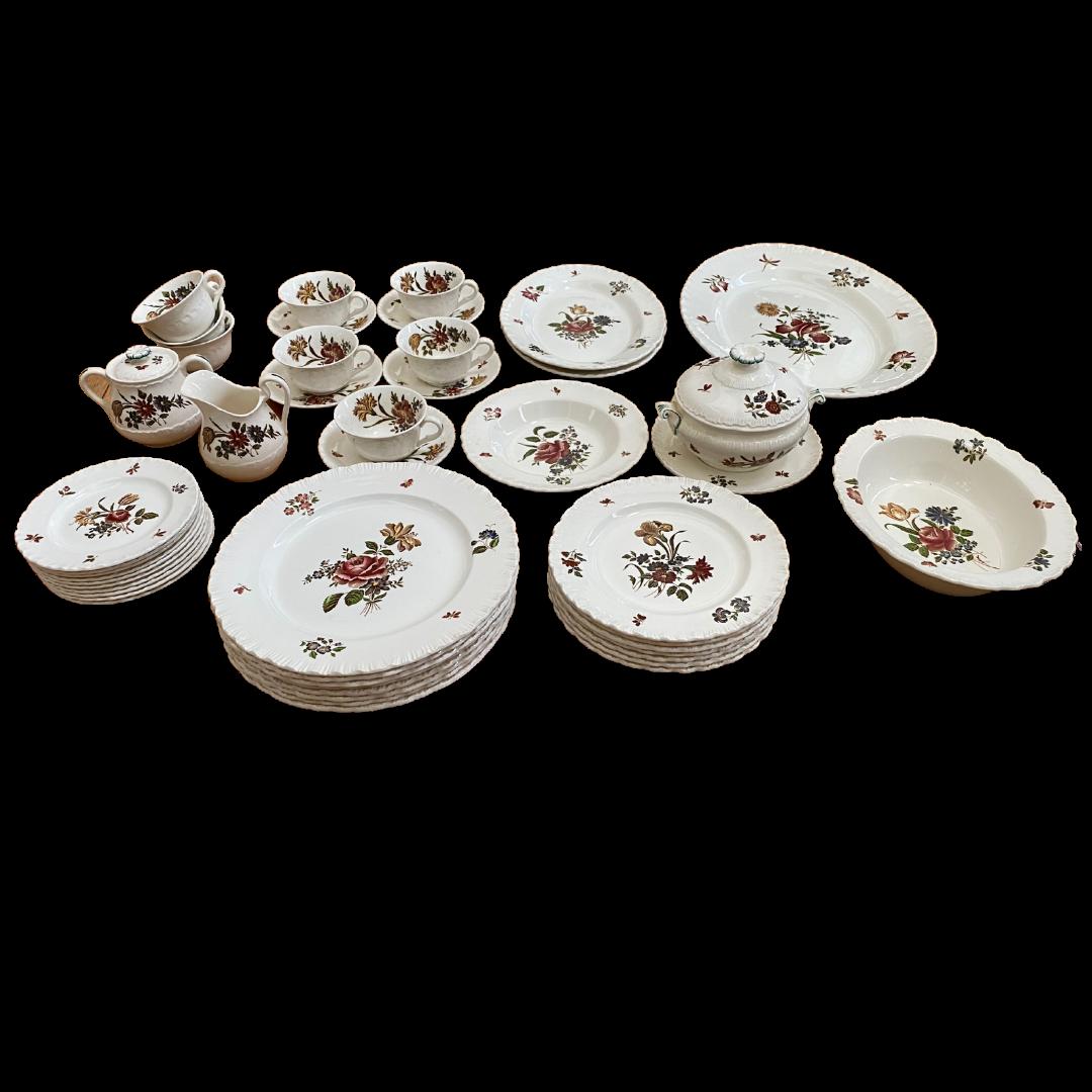 "Wedgewood ""Robert Sprays"" Vintage China Dinnerware 47 Pieces"