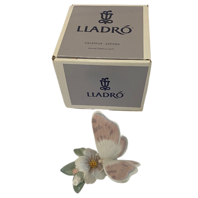 LLADRO Refreshing Pause Butterfly Vintage Figurine