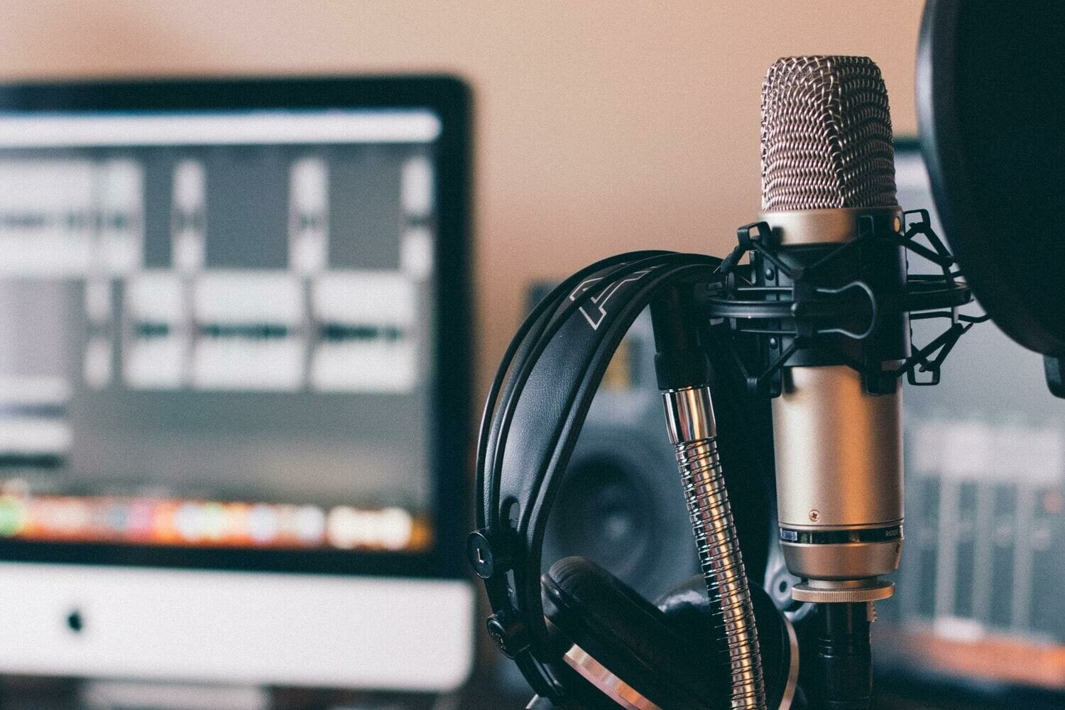 How to Book Podcast Interviews