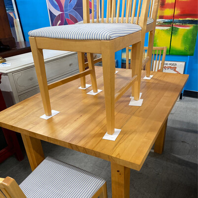 Butcher Block Table 4 By 3 Foot With 4 Chairs