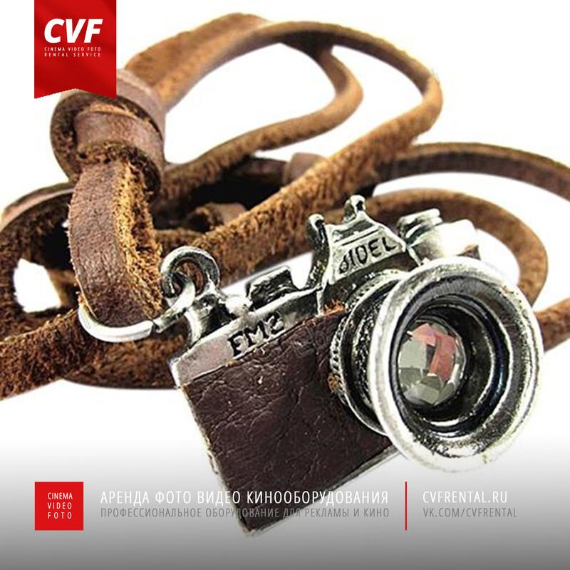 Подвеска на кожаном ремешке Фотоаппарат с камушком