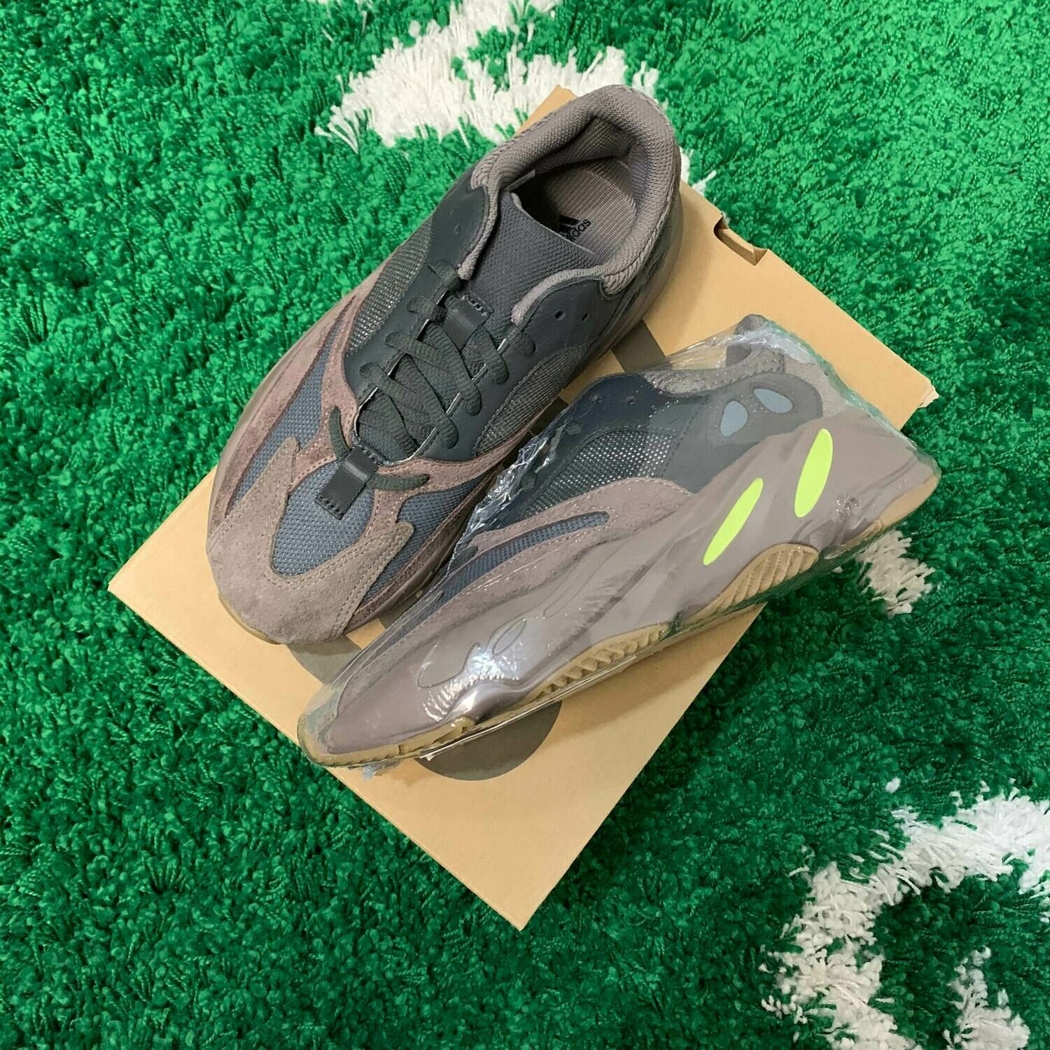 Adidas Yeezy Boost 700 Mauve Size 7.5