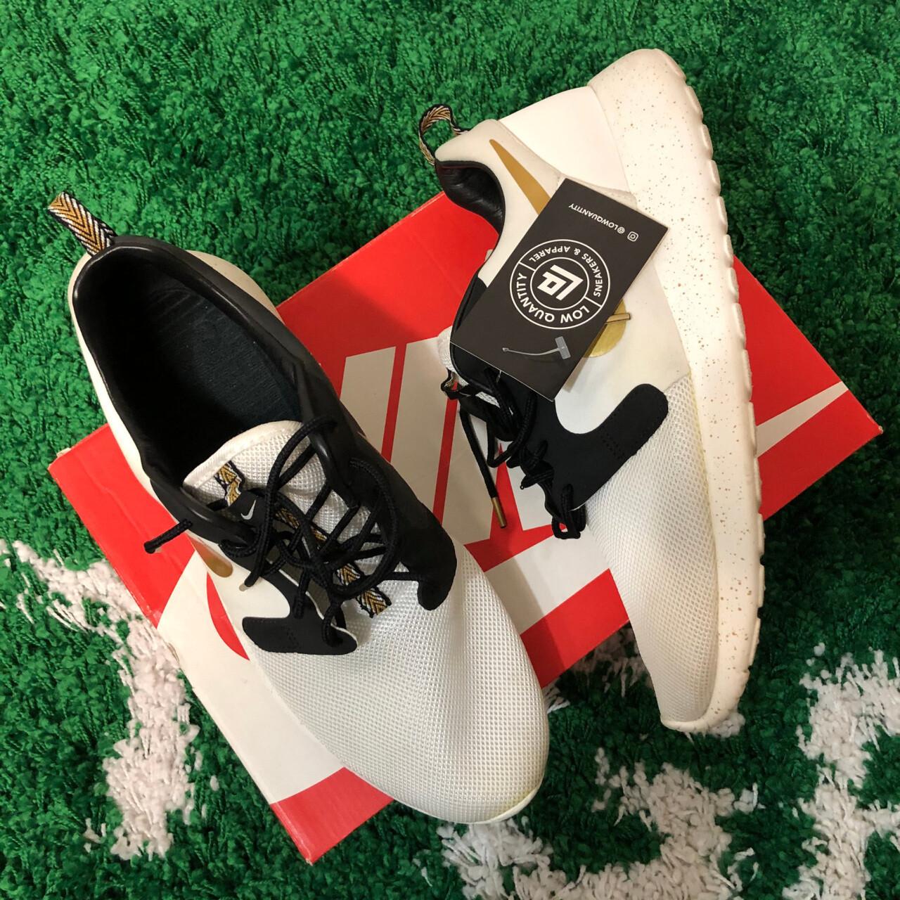 Nike Roshe Run Trophy Size 10.5