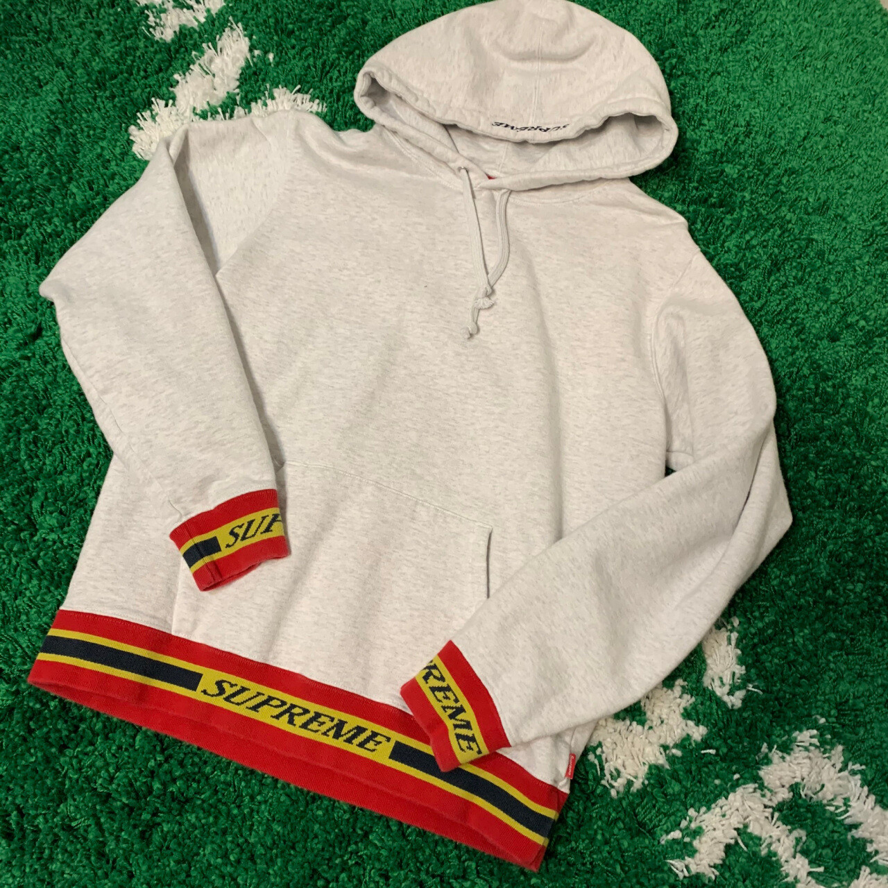 Supreme Sweater Size Small