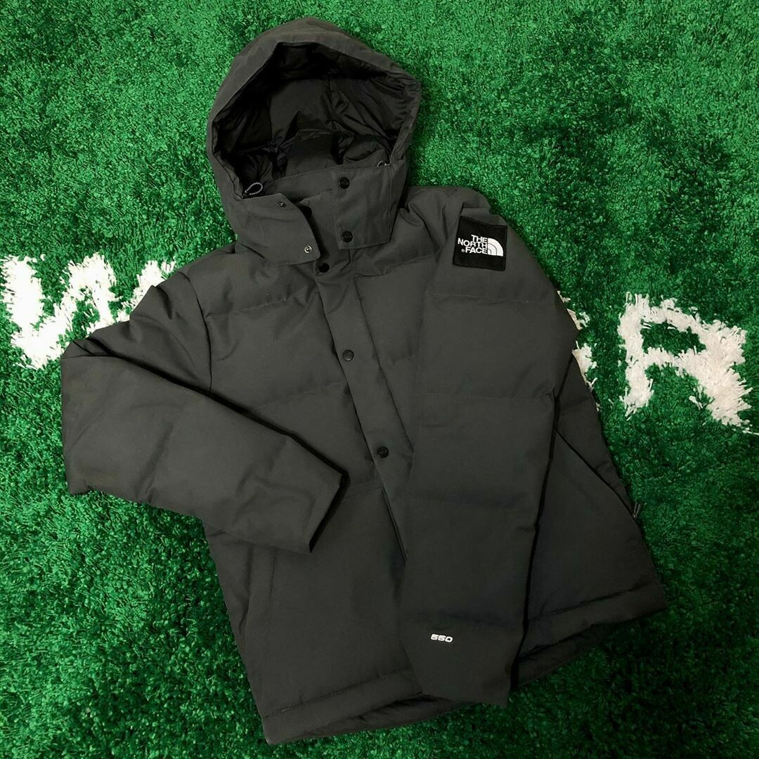 The North Face 550 Jacket with Hood Size Medium