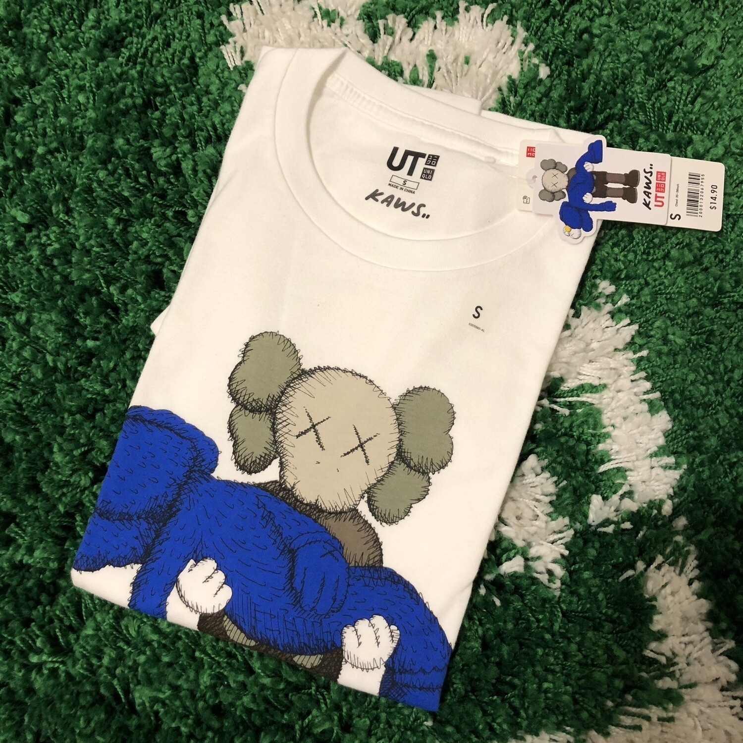 KAWS x Uniqlo Gone Tee Size Small