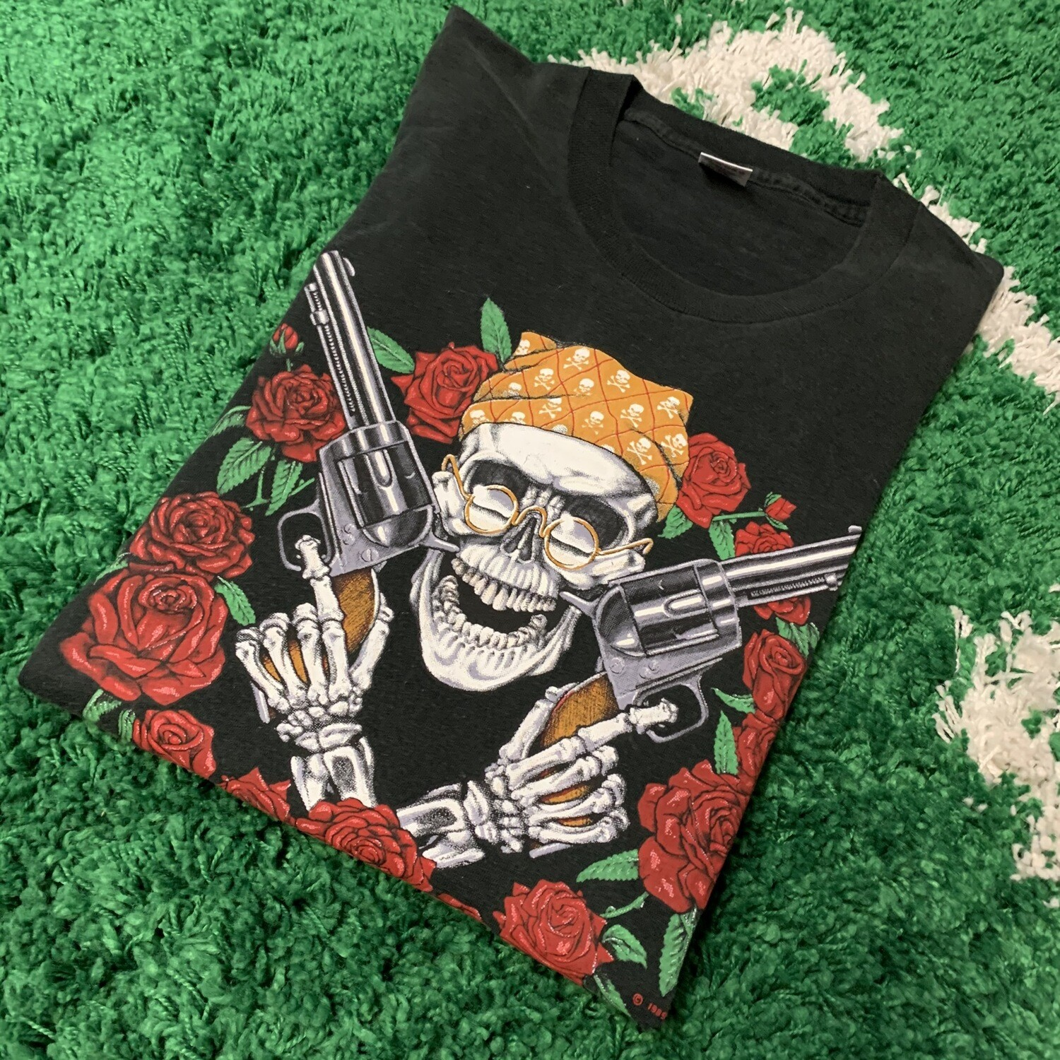 Skull with Gun's and Rose's 1989 Tee Size Large