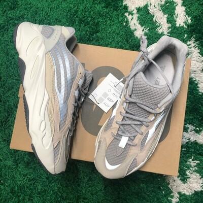adidas Yeezy Boost 700 V2 Cream Size 10