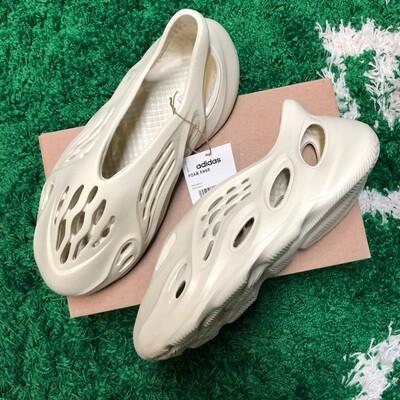 Adidas Yeezy Foam RNNR Sand Size 9