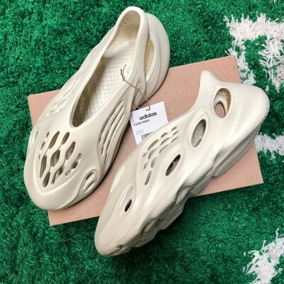 Adidas Yeezy Foam RNNR Sand Size 12