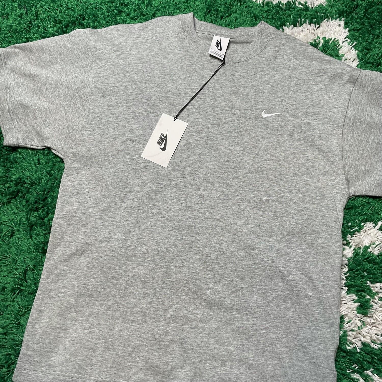 Nike Pocket Swoosh Tee Grey Size Small