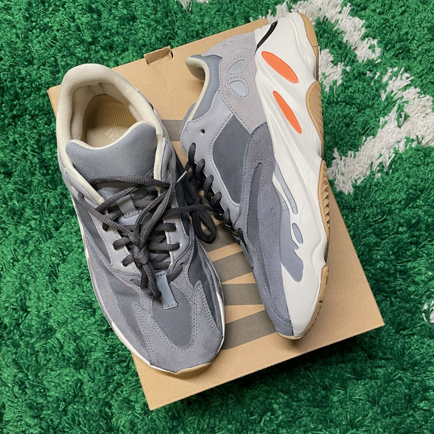 adidas Yeezy Boost 700 Magnet Size 9