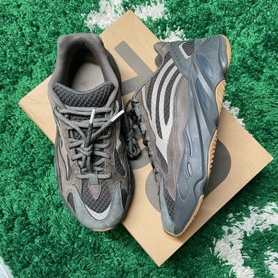 adidas Yeezy Boost 700 V2 Geode Size 8.5