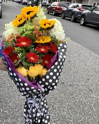 $125 Seasonal Wrapped Fresh Flower Bouquet (no vase)
