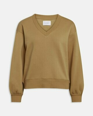 13537 camel Peva v-hals sweater - Sisters Point