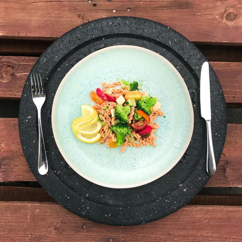 Gemüse-Salat mit Linsen Teigwaren