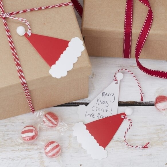 9 SANTAS HAT WITH POM POMS GIFT TAGS