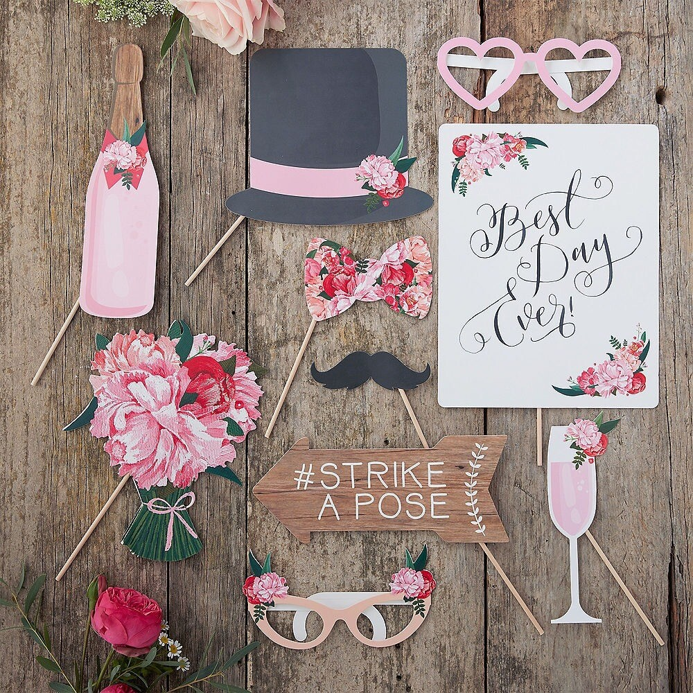 10 Photo booth Wedding Props
