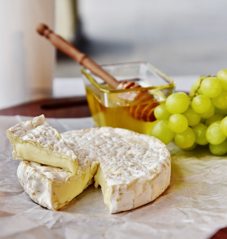 Камамбер сыр с белой плесенью