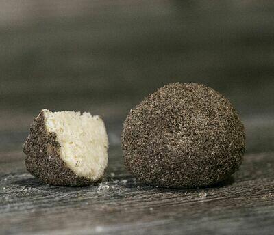 Бельпер Кнолле из цельного коровьего молока в обсыпке из черного перца