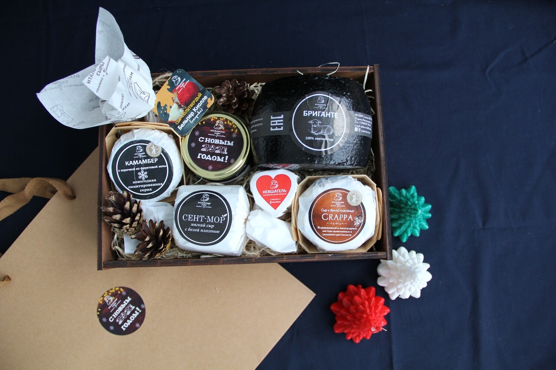 """Подарочный набор """" Сырная Гурмания"""" Cheese Gourmet в брендированной деревянной коробке"""