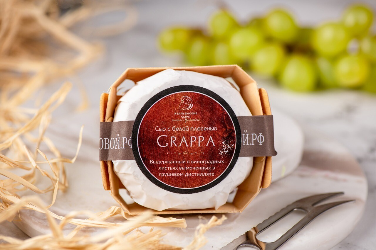 """Сыр с белой плесенью """"Grappa"""" в виноградных листьях"""