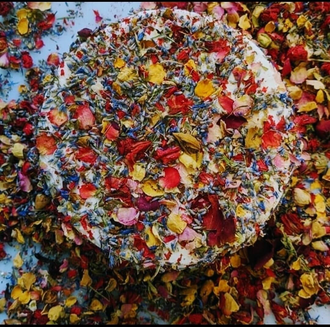 Пекорино Сардо с луговыми цветами