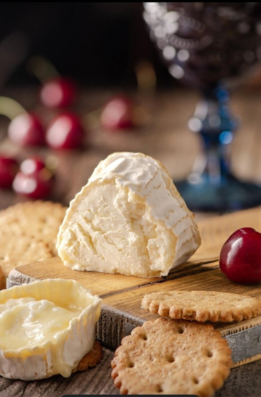 """""""Невшатель""""сыр с белой плесенью"""